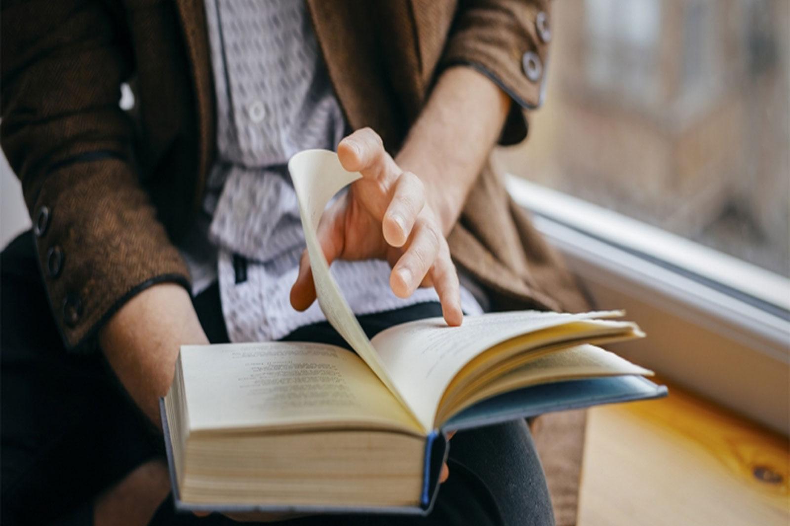 reading_books_2